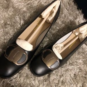 Salvatore Ferragamo Boutique Italy leather Narrow